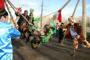 Праздник Наурыз всегда сопровождается массовым весельем