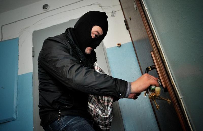В Херсоні оперативники затримали групу квартирних крадіїв