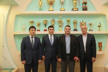 В ЮКГУ им. Ауезова прошла встреча с именитыми боксерами