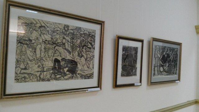 Ценители искусства могут ознакомиться с картинами известных в регионе художников и фотографов в любое время