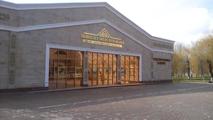 В музее изобразительного искусства проходит первая, в новом здании, выставка картин, фотографий и габиленов
