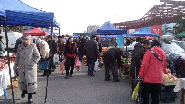 Дополнительный день поможет дехканам продать больше местной продукции, а покупателям - закупиться впрок