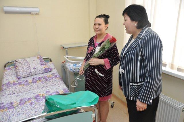 Жительница районного центра Шаян Динара Жанабилова во второй раз стала мамой