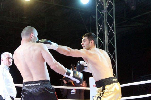 В заключительном бою встретились тяжеловесы Филипп Хргович и Гаджи Муртузалиев.