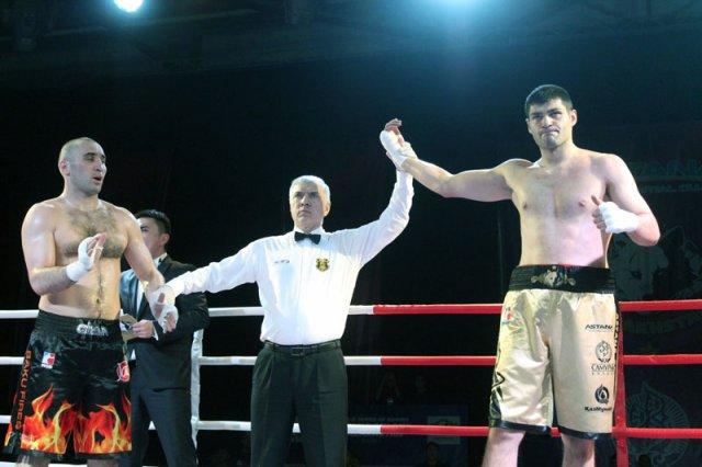 В заключительном бою встретились тяжеловесы Филипп Хргович и Гаджи Муртузалиев