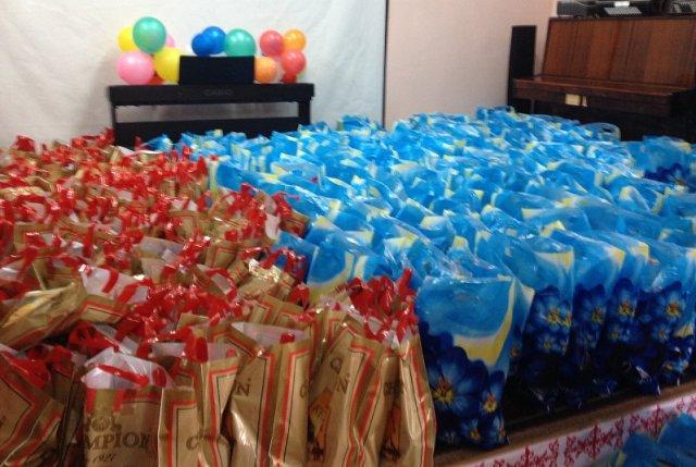 В дни празднования Наурыза поздравления и подарки от сотрудников городского акимата и собеса получают 250 одиноких стариков и инвалидов