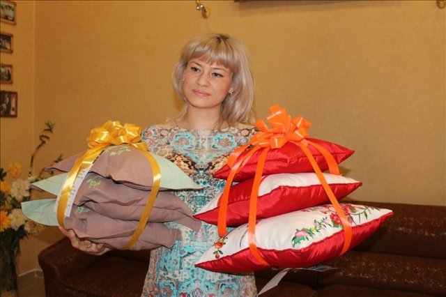 Дильноза уверена - подушки ручной работы от натальи Кашириной не просто подарок, а еще прекрасное дополнение интерьера