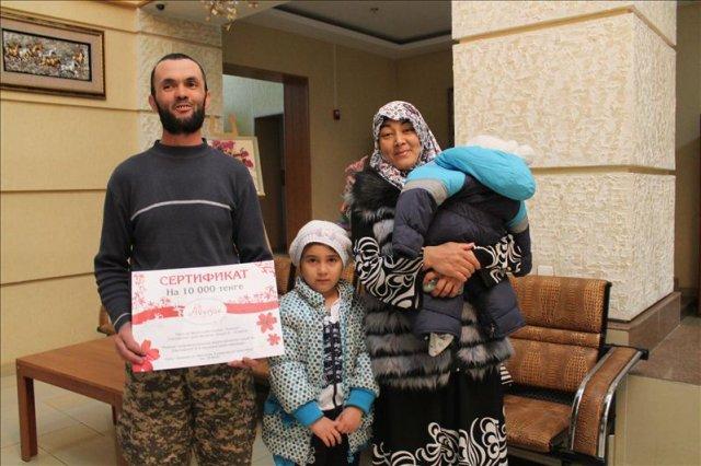Зуфархан Адаханов пришел на награждение всем семейством