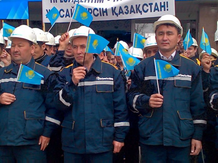 Митинг в поддержку президента Казахстана провели сотрудники АО