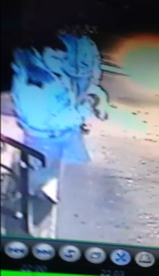 Один из подозреваемых был зафиксирован в одном из магазинов в момент покупки сигарет.