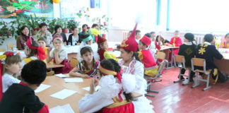 Школьники разных национальностей за мир и дружбу между народом