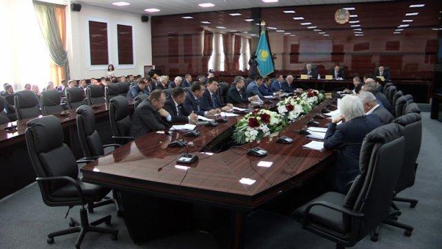 Первую сессию в новом здании депутаты маслихата Южно-Казахстанской области завершили в рекордно короткие сроки.