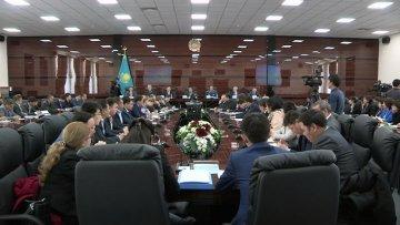 В областном акимате прошёл расширенный семинар-совещание, на котором присутствовали руководители области, представители правоохранительных органов, депутаты и педагоги шымкентских школ.