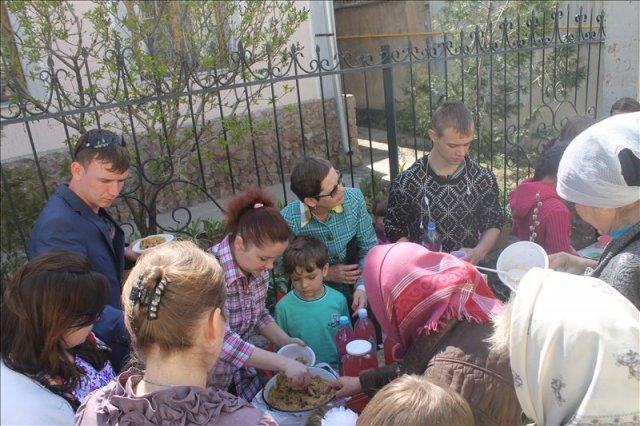 Стол Марины Низовкиной собрал огромное количество людей. А тушеная капуста с грибами стала хитом ярмарки