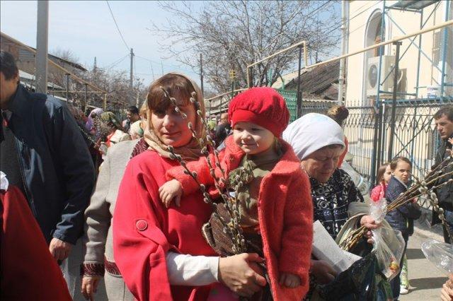 Татьяна с дочерью пришли в храм отметить Вербное воскресенье и с удовольствием поучаствовали в ярмарке