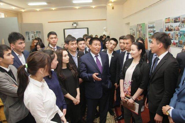 Ректор ЮКГУ им. М. Ауезова встретился с активистами университета