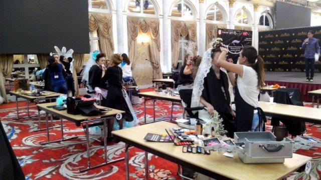 Здесь собрались лучшие мастера-визажисты, тренеры международного класса, ученики и юниоры со всего Казахстана