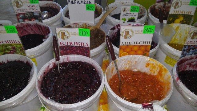 Конфитюр и ягоды, приготовленные на пару без сахара, подойдут детям и взрослым, склонным к аллергии и больным сахарным диабетом