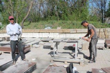 На безымянных братских захоронениях строители установят  памятные надгробья