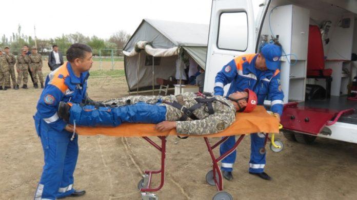 Тренировка школьников и преподавателей по аварийно-спасательным работам