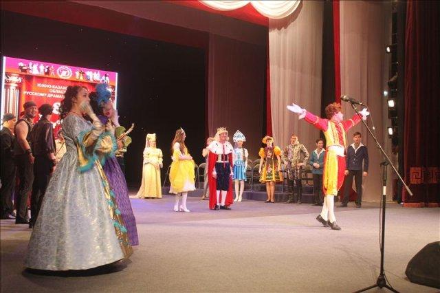 Русский театр превратил свой праздник в сказку