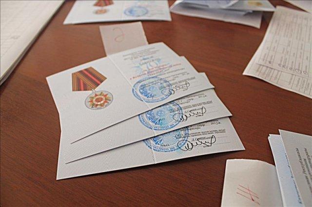 Наградные книжки заполнены и рассортированы по адресам. Уже 29 апреля первые ветераны и тыловики получат заслуженную награду