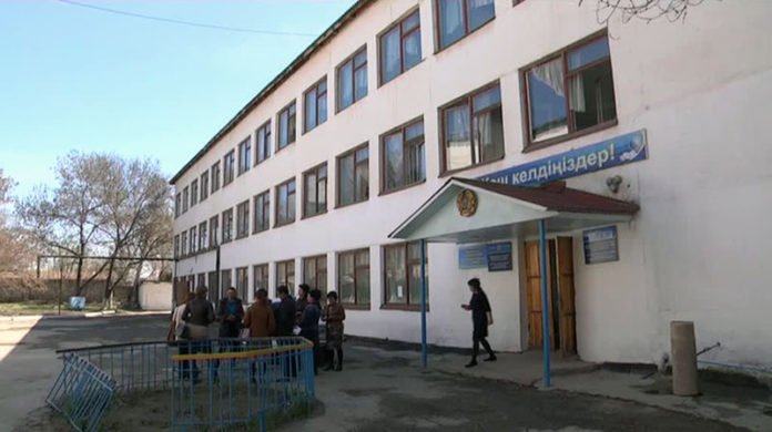 Учителя школы № 12 Шымкента устали от поборов