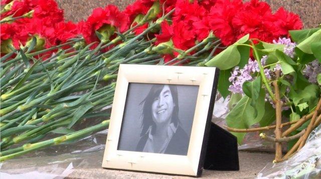 Легендарный казахстанский певец Батырхан Шукенов скончался в своей квартире в Москве