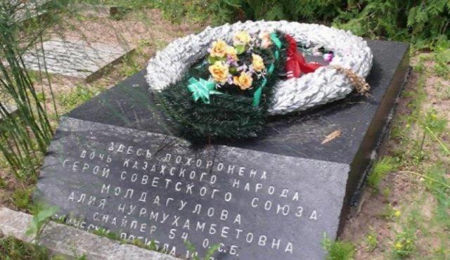 Ученики шымкентской школы имени Алии Молдагуловой вскрыли капсулу с посланием