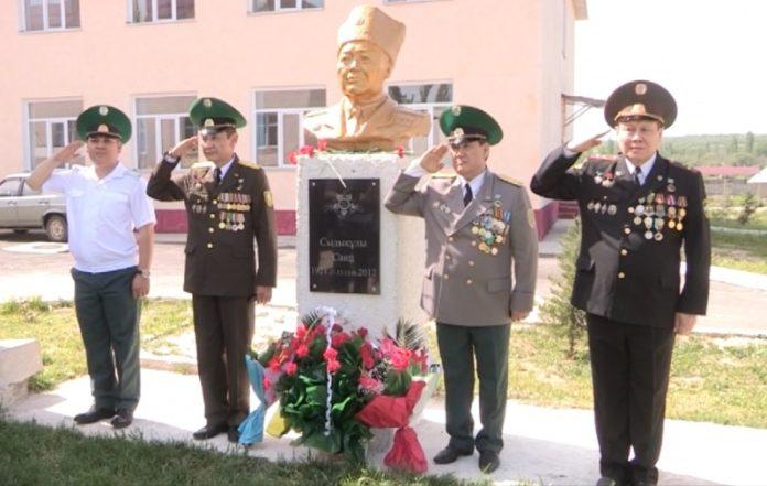 В Толебийском районе установили памятник ветерану ВОВ Саипу Сыдыкову