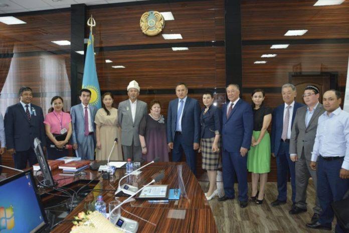 Аким ЮКО встретился с журналистами и общественными деятелями