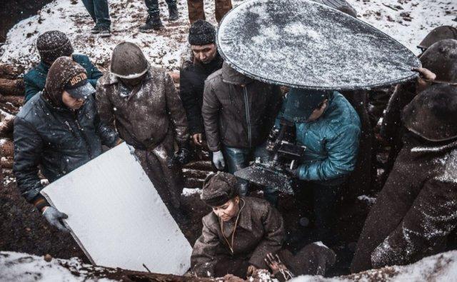 Герои картины вспоминают, было трудно, даже погода подводила