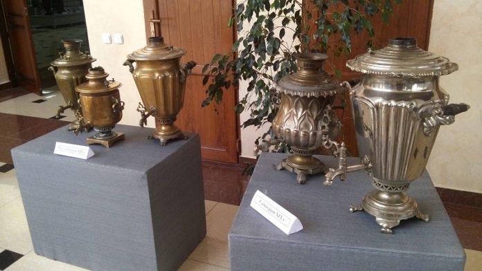 Гостям впервые показали экспозицию самоваров, некоторыми из них пользовались в 18-ом веке