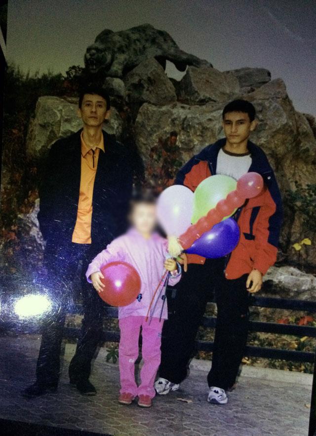 Семейные фото из личного архива. На снимке бизнесмен Бахытбек Нурманов и потерпевший Тахир Тахтаходжаев.