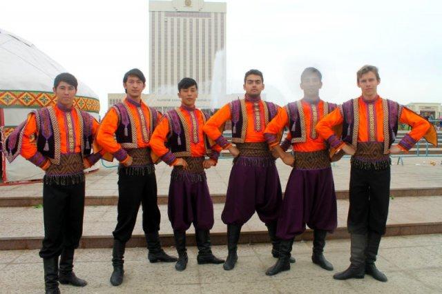 Здесь, каждый желающий может поближе познакомиться с культурой народов, населяющих дружное государство Казахстан