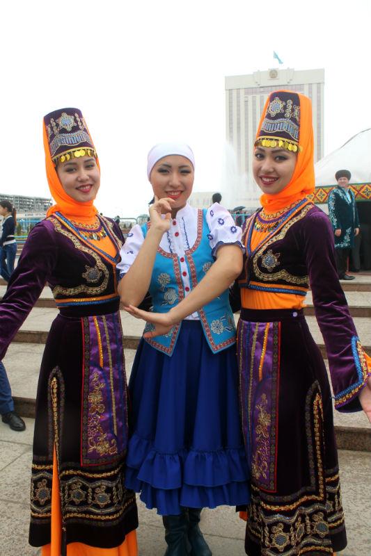 Дух единства и сплоченности народов на площади Туркестан чувствуется особенно сильно