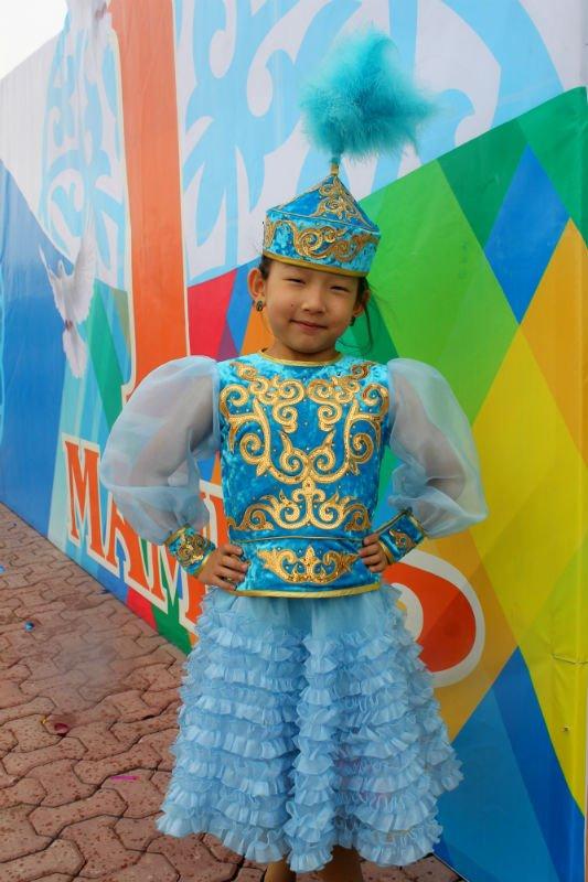 День единства народа Казахстана шымкентцы отметили многонациональным парадом