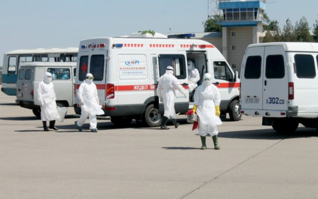 В аэропорту Шымкента госпитализировали пассажира с подозрением на лихорадку Эбола