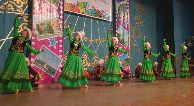 Лучшим в номинации «Народный и современный танец» стал шымкентский ансамбль «Каракоз»