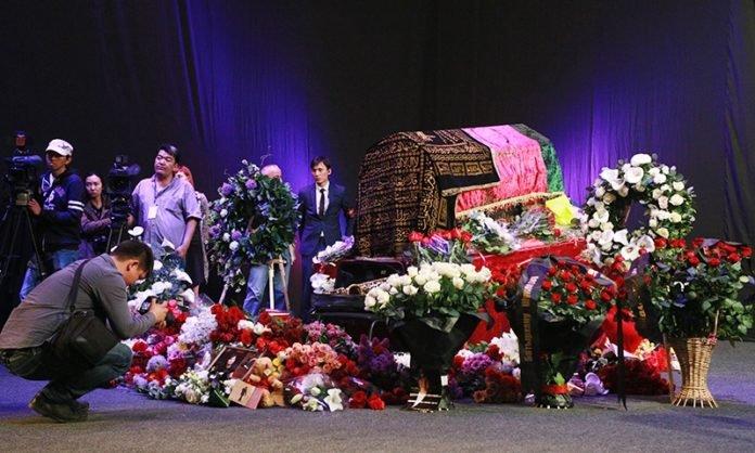 Траурная церемония прощания с Батырханом Шукеновым