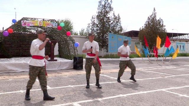 Первомайский праздник хлебом-солью встречали в военной части № 6506