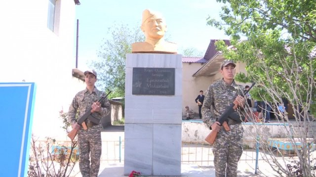 Памятник Ережепбаю Молдабаеву