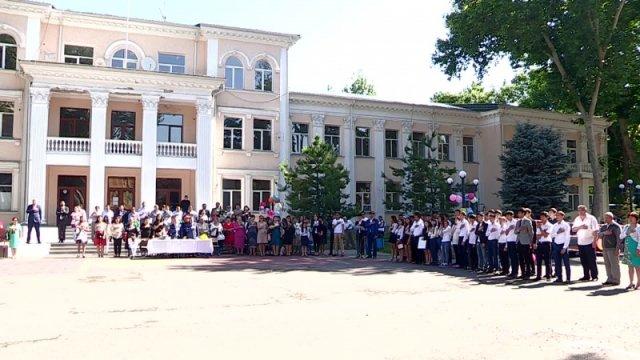 В школах Шымкента прозвенел последний звонок