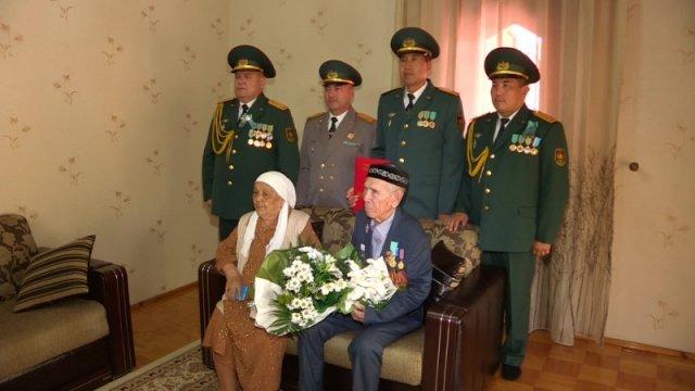 Руководители департамента по делам обороны ЮКО поздравили семью Тулешовых