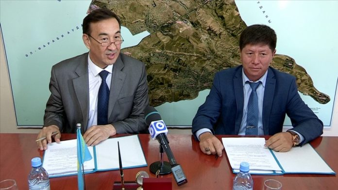 Аким Каратауского района Шымкента подписал меморандум с предпринимателями