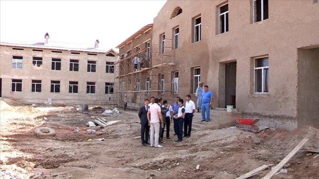 В Каратауском районе Шымкента ведется строительство сразу двух социальных объектов