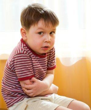 Дети восприимчивы к кишечной инфекции потому, что у них слюна и желудочный сок обладают слабыми бактерицидными свойствами
