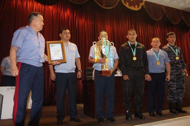 Глава ДВД наградил чемпионов-полицейских по қазақ күресі