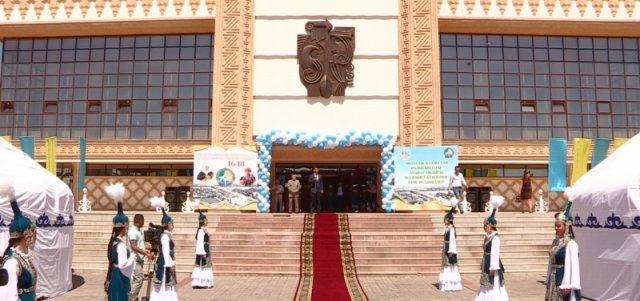В Шымкенте проходит необычная выставка от Атырауских мастеров.