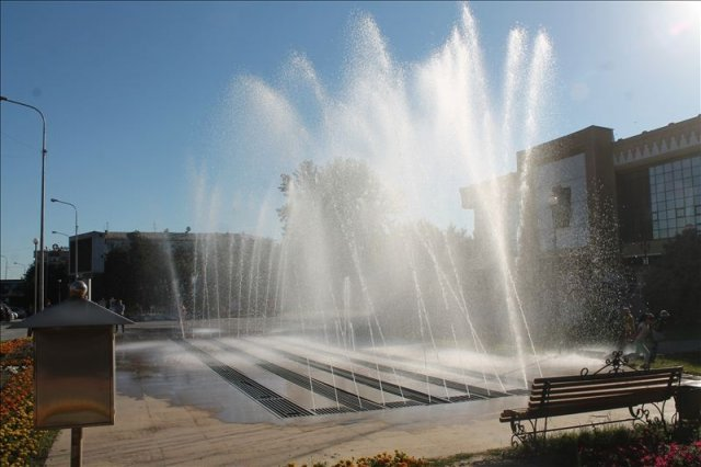 В Шымкенте после долгого перерыва на площади Аль-Фараби заработал фонтан